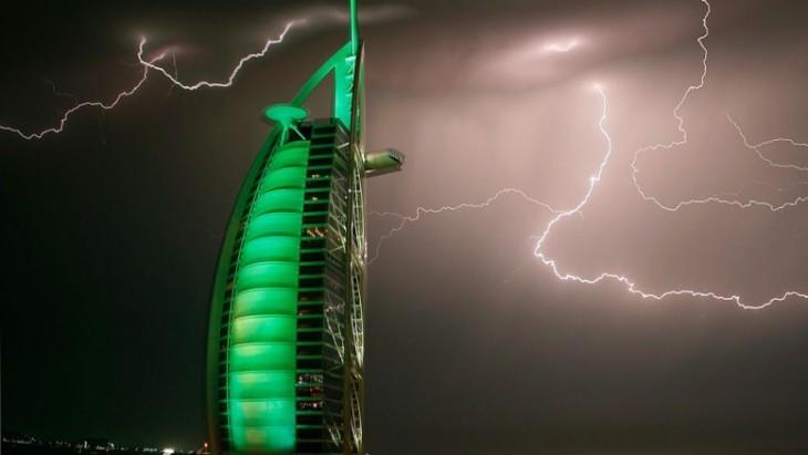 lightning_dubai_uae_hotel_burj_al_arab-777x437-730x411