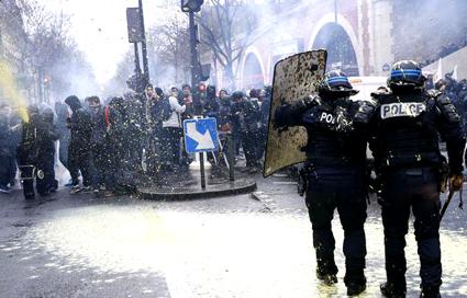 MICT_n__16-04-23__06_Париж-протести