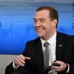 Медведев раскритиковал выборы в США: Шоу ряженых