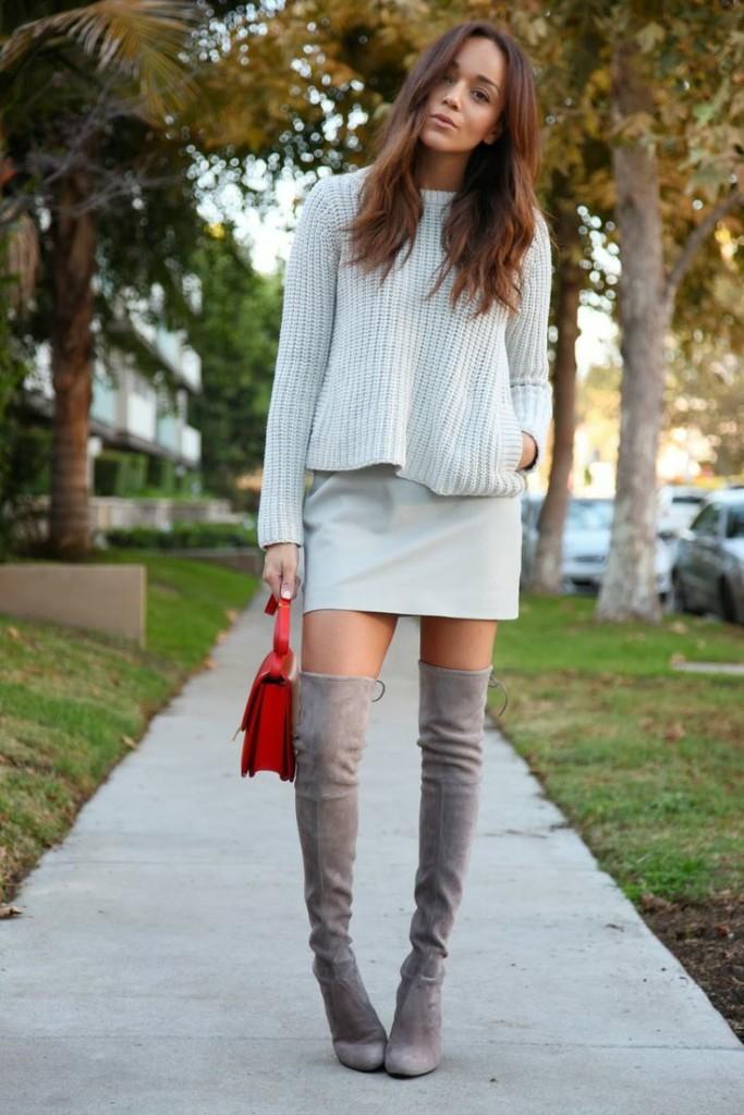 серый-свитер-с-круглым-вырезом-серая-мини-юбка-серые-ботфорты-original-4644