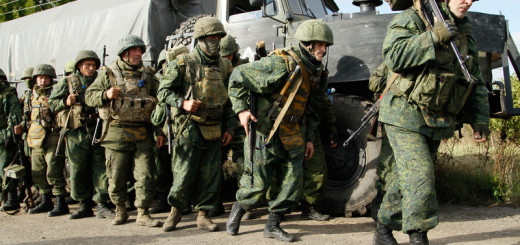 epaselect epa05568815 Pro-Russian rebel troops leave their positions during the withdrawal of forces from the front line in Petrovske village, about 50 km from Donetsk, Ukraine, 03 October 2016. Both Ukrain's army and the Russian-backed separatists announced on 01 October the withdrawal of their forces from Petrovske, as aprt of the demilitarisation agreement signed in September.  EPA/ALEXANDER ERMOCHENKO