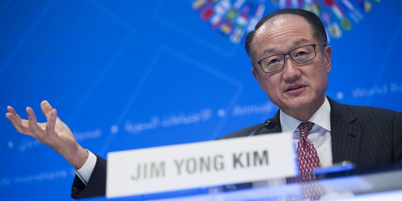 epa06261654 World Bank Group President Jim Yong Kim responds to a question from the news media during his opening press conference of the 2017 IMF World Bank Group annual meetings at the IMF headquarters in Washington, DC, USA, 12 October 2017. The 2017 Annual meetings of the International Monetary Fund and World Bank Group take place between 09 and 15 October.  EPA-EFE/SHAWN THEW