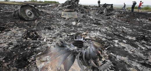 Debris is seen at the site of Thursday's Malaysia Airlines Boeing 777 plane crash near the settlement of Grabovo, in the Donetsk region July 18, 2014. World leaders demanded an international investigation into the shooting down of Malaysia Airlines Flight MH17 with 298 people on board over eastern Ukraine, as Kiev and Moscow blamed each other for a tragedy that stoked tensions between Russia and the West.  REUTERS/Maxim Zmeyev (UKRAINE - Tags: POLITICS TRANSPORT CIVIL UNREST)