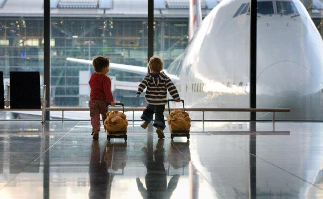 children-airport-640x394