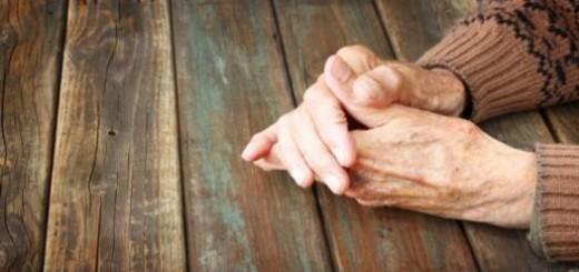 rokas-pensionars-vecs-virs-47523913